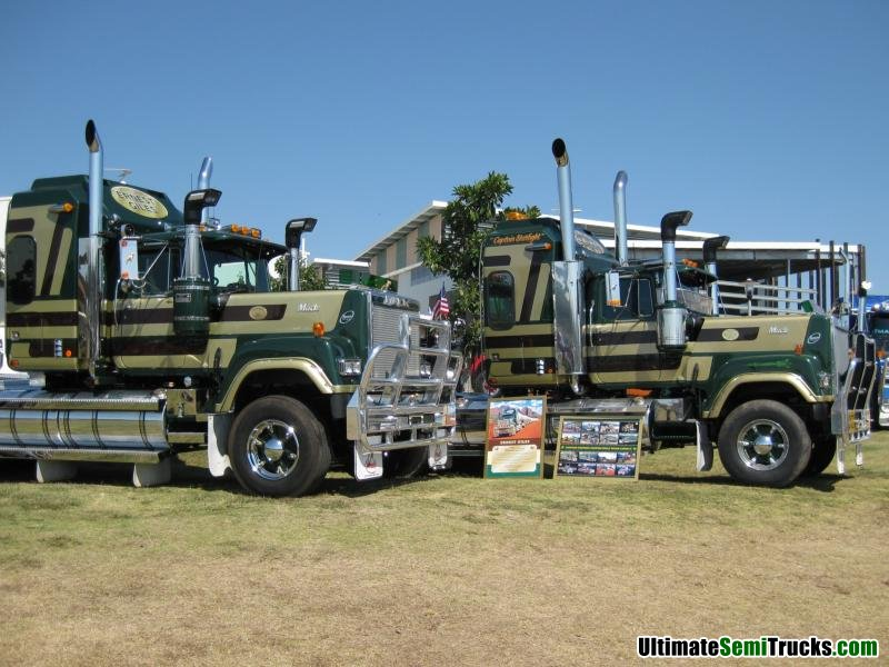Classic Old Semi Trucks http://ultimatesemitrucks.com/classic_trucks_large_16.html