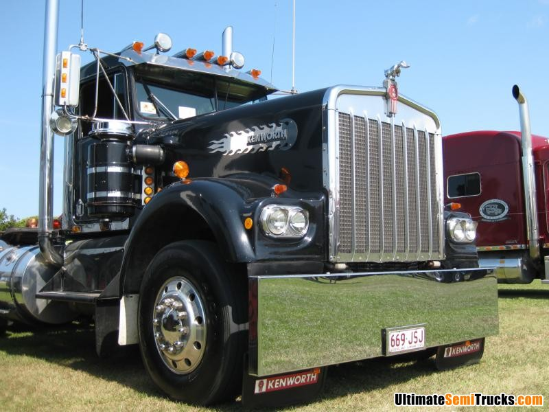 Classic Old Semi Trucks http://ultimatesemitrucks.com/classic_trucks_large_26.html