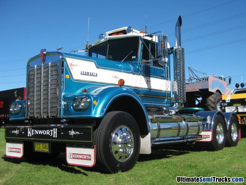 Classic Old Semi Trucks http://ultimatesemitrucks.com/classic_trucks_large_30.html