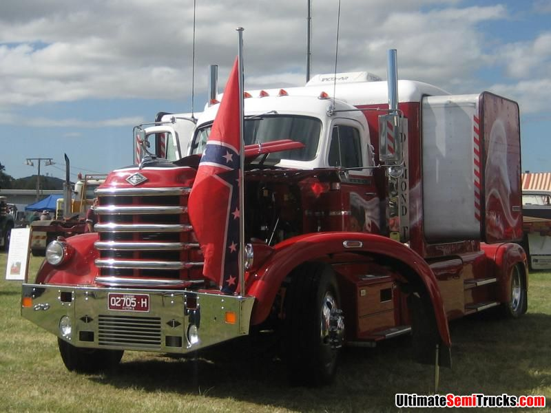 Classic Old Semi Trucks http://ultimatesemitrucks.com/classic_trucks_large_12.html