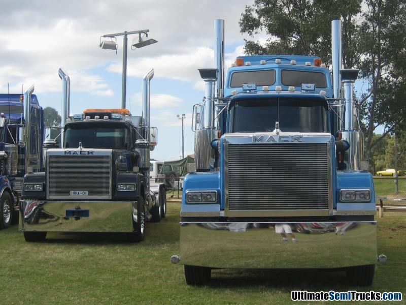Classic Old Semi Trucks http://ultimatesemitrucks.com/classic_trucks_large_04.html