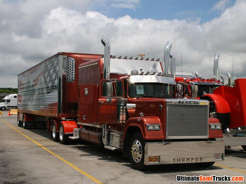 V8 Mack Superliner http://ultimatesemitrucks.com/usa_trucks_large_11.html
