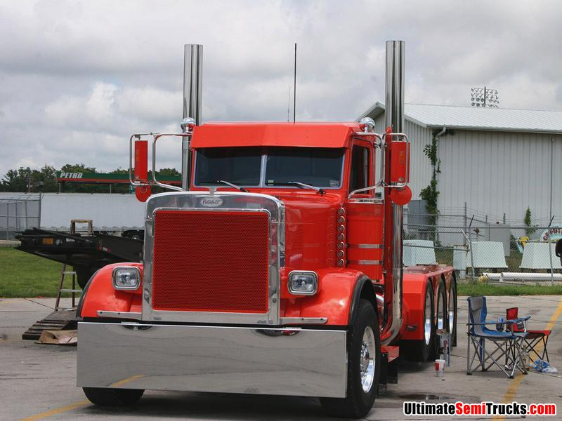 Peterbilt with a pusher axle